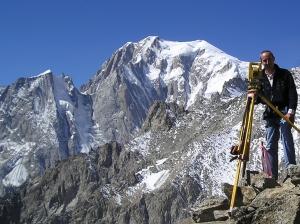 Sullo sfondo la vetta del Monte Bianco